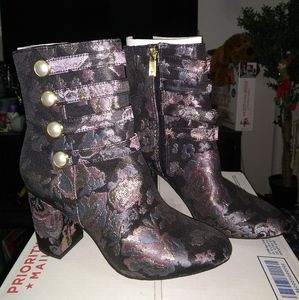 Reaction by Kenneth Cole boots size 6